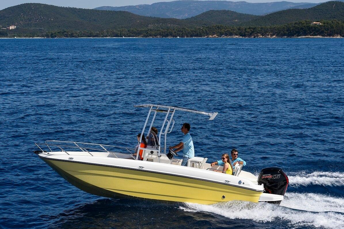 סירת ספורט Bayliner CC7
