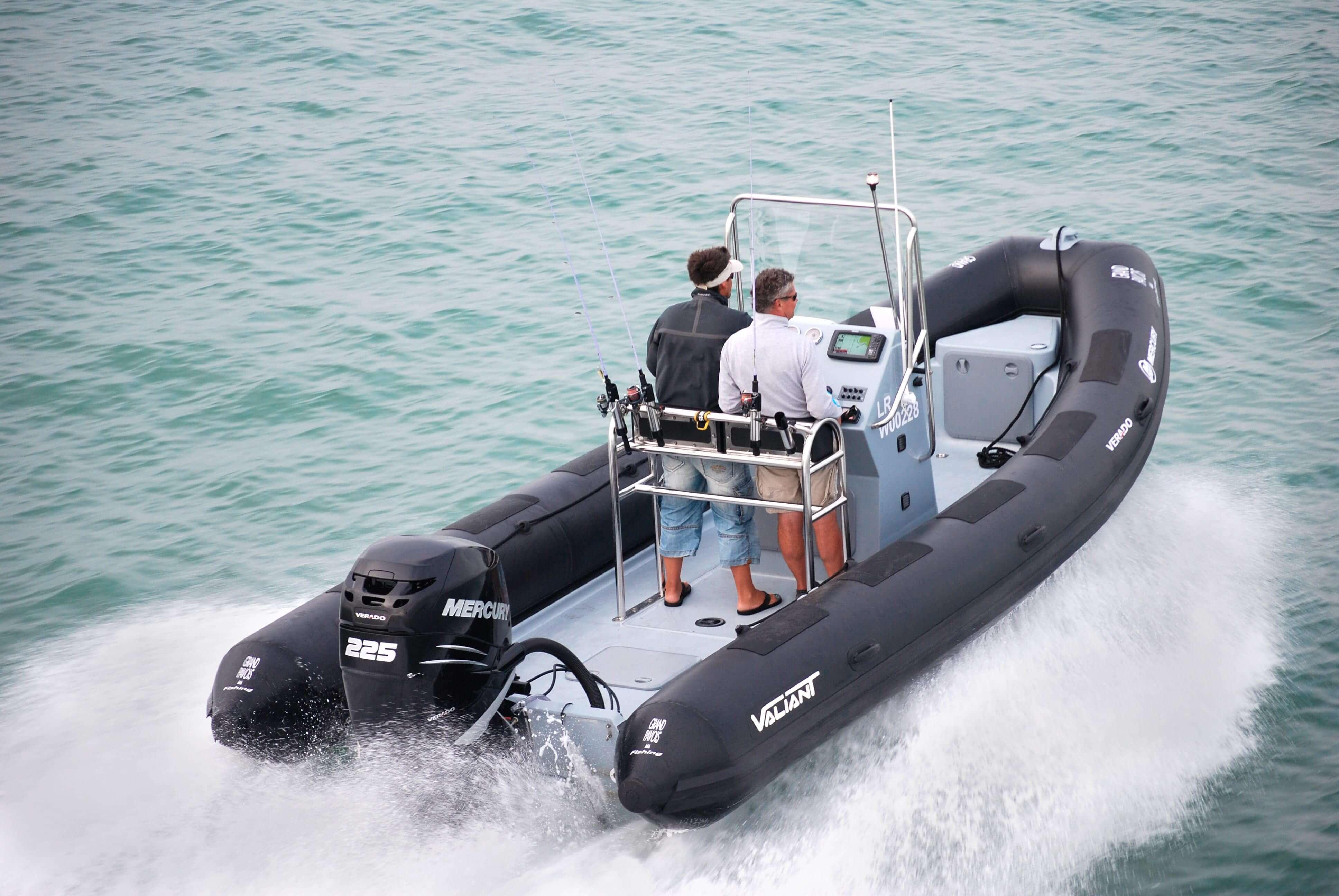 סירת דייג ספורטיבית SPORT FISHING 690