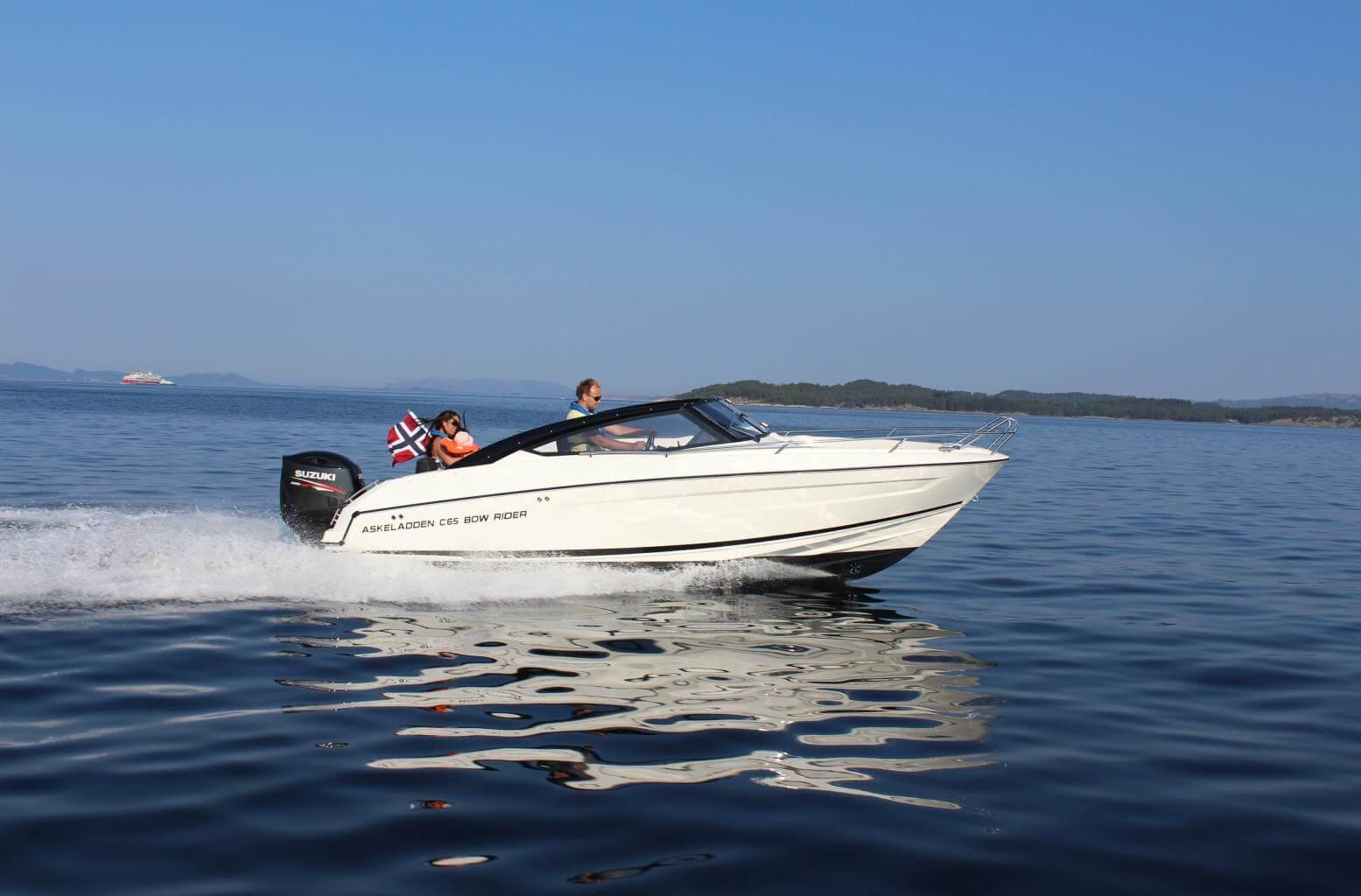 סירת ספורט 690 BOW RIDER