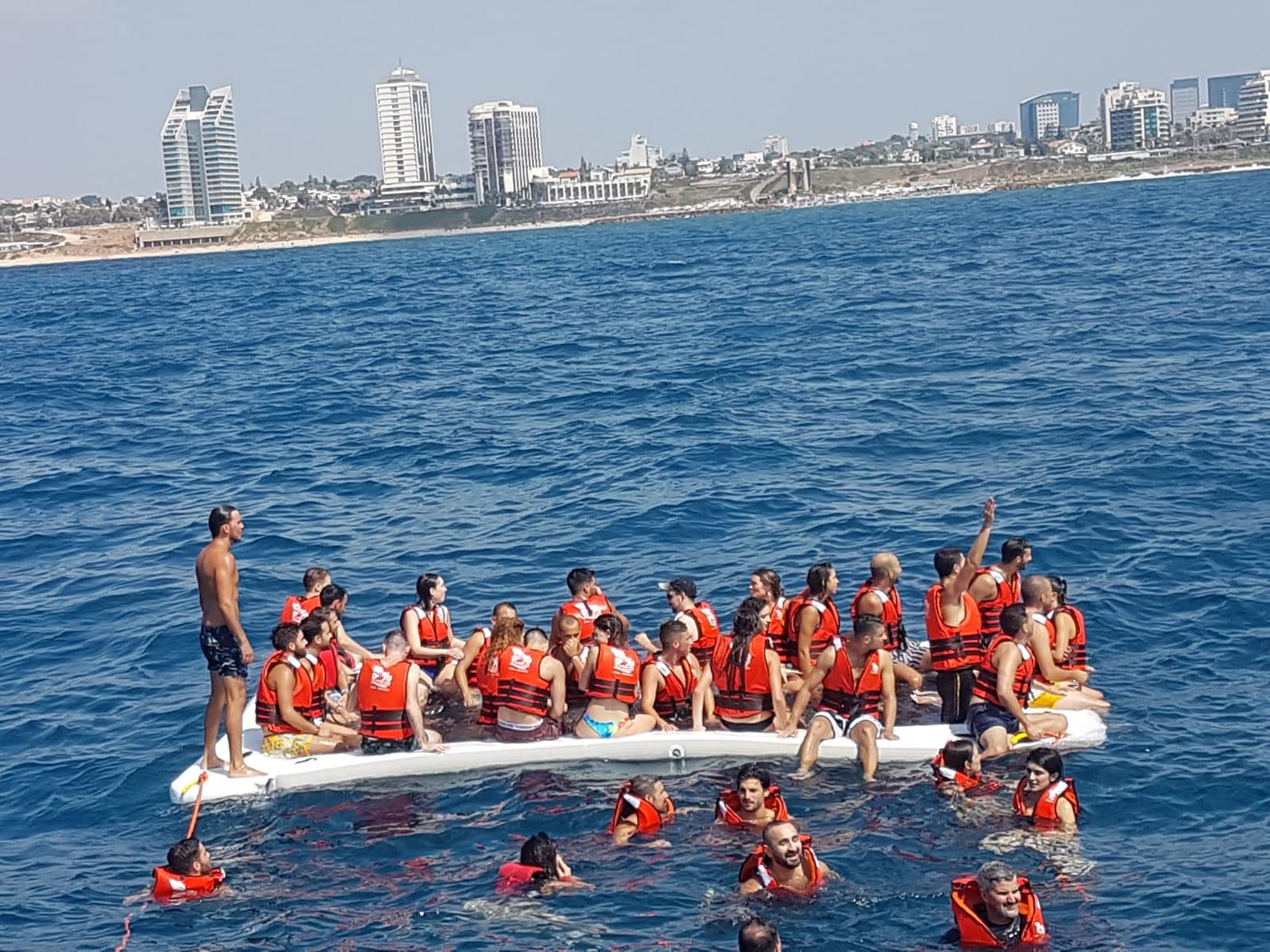הפלגה בסירת טורנדו
